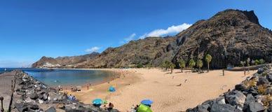 Panoramiczny widok sławny plażowy Playa De Las Teresitas Zdjęcie Stock