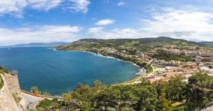 Panoramiczny widok Sardinia seacoast, Castelsardo, Włochy Fotografia Stock