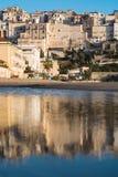 Panoramiczny widok Sperlonga i piękna piaskowata plaża Włochy Zdjęcia Royalty Free