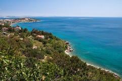 Panoramiczny widok Stara Bask i morze Krk, Chorwacja - zdjęcia royalty free