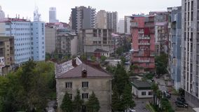 Panoramiczny widok starzy i nowi wieżowowie miasto zbiory
