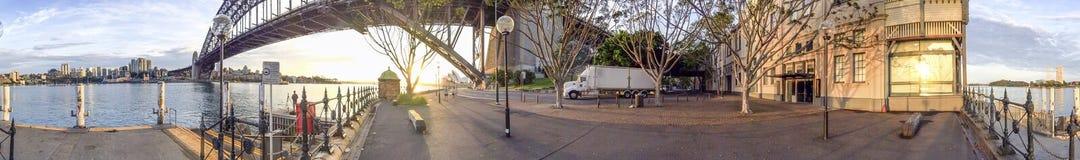 Panoramiczny widok Sydney schronienia most przy zmierzchem Zdjęcia Stock