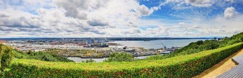 Panoramiczny widok Tacoma miasto od drewnianego pokładu obrazy stock
