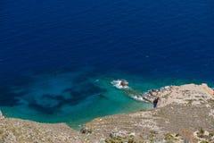 Panoramiczny widok Tilos wyspa Tilos wyspa z halnym tłem, Tilos, Grecja Tilos jest małym wyspą lokalizować w morzu egejskim, Obraz Stock
