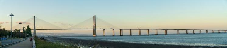 Panoramiczny widok Vasco Da Gama most w Lisbon, Portugalia Zdjęcie Stock