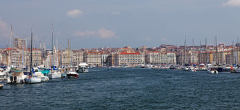Panoramiczny widok Vieux port - stary port Marsylski Fotografia Royalty Free