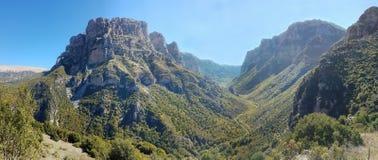 Panoramiczny widok Vikos wąwóz w Epirus, północny Grecja obraz stock