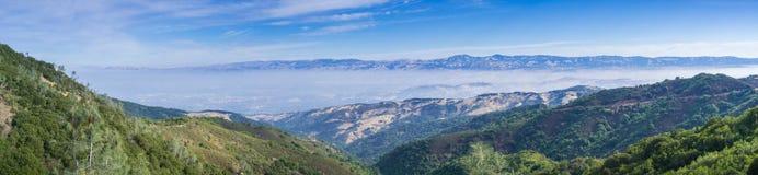 Panoramiczny widok w kierunku południowego San Jose od śladu wierzchołek Mt Umunhum Fotografia Stock