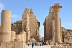 Panoramiczny widok wejściowy pilon Świątynny Karnak fotografia stock