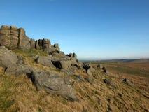 Panoramiczny widok wielki niewyg?adzony gritstone wych?d przy bridestones wielka rockowa formacja w zachodzie - Yorkshire blisko  obrazy royalty free