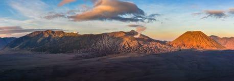 Panoramiczny widok wschód słońca w górze Bromo, Indonezja Obrazy Royalty Free
