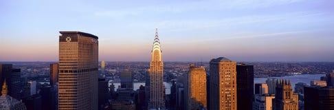 Panoramiczny widok z lotu ptaka Chrysler budynek i Spotykający życie budynek, Manhattan, NY linia horyzontu obraz stock