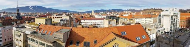 Panoramiczny widok z lotu ptaka od dachu stary Słoweński centrum miasta Maribor obrazy stock