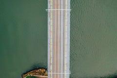 Panoramiczny widok z lotu ptaka starzy domy Porto, Portugalia z Luis Przerzucam most - metalu ?uku most obraz stock