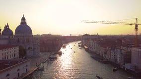Panoramiczny widok z lotu ptaka Wenecja, z dachami morze przy zmierzchem, Veneto, Włochy zdjęcie wideo