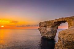 Panoramiczny widok Zadziwiający zmierzch nad Dennym pobliskim Lazurowym okno używać jako tapety lub natury tło, Gozo, Malta Zdjęcia Royalty Free