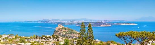 Panoramiczny widok zatoka Naples wyspa i Ischia, Włochy Fotografia Royalty Free