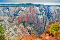 Panoramiczny widok Zion park narodowy z częścią przesmyk zygzakował ślad prowadzi obserwacja punkt Fotografia Royalty Free
