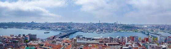 Panoramiczny wizerunek Istanbuł z Galata mostem i Yeni Cami meczetem obrazy royalty free
