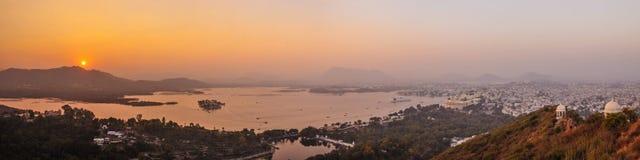 Panoramiczny wizerunek Udaipur i Jezioro Pichola Obraz Stock