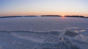 Panoramiczny zima zmierzch przy zamarzniętym morzem fotografia royalty free