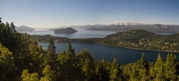 Panoramique du lac nahuel Huapi dans Bariloche, Argentine photographie stock