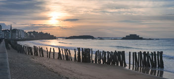 Panoramisch beeld van Saint Malo -strand in Bretagne, Frankrijk stock foto