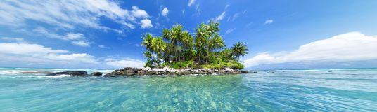 Panoramisch beeld van tropisch eiland stock afbeeldingen