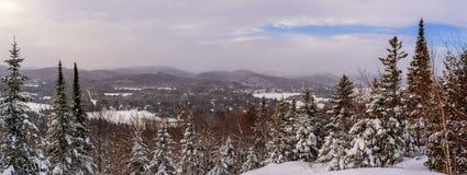 Panoramisch de winterlandschap in heilige-Adolphe stock afbeelding