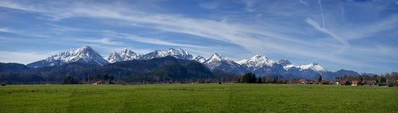 Panoramisch landschap van de stad van Fussen Schwarzwald Duitsland stock foto's