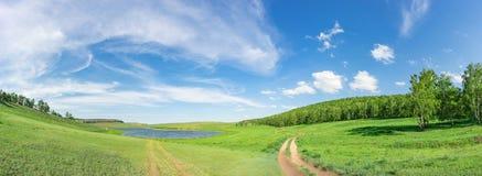 Panoramisch landschap van het kleine meer van Khakassia, Siberië, Rusland Stock Foto's