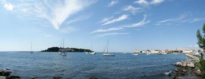 Panoramisch landschap van het overzees met jachten royalty-vrije stock foto's