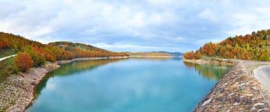 Panoramisch landschap van meer Plastira Karditsa Griekenland royalty-vrije stock foto