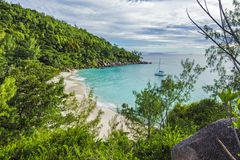 Panoramisch overzicht aan paradijsstrand anse Georgette, praslin, Se royalty-vrije stock foto