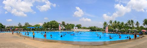 Panoramisch of panorama van Groot of reusachtig zwembad van Siam Park City of Sua stock afbeeldingen