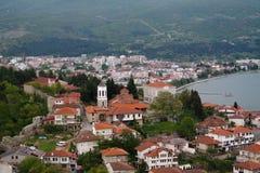 Panoramisch satellietbeeld aan Ohrid-meer en stad van Samuels-Vesting, Noord-Macedoni? royalty-vrije stock foto's