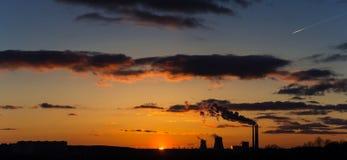 Panoramisch schemeringlandschap van zonsondergang en hemel met wolken Stock Foto