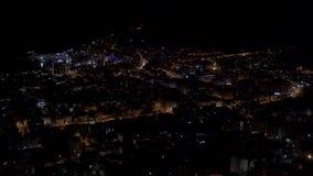 Panoramisch schot van de Stad van Budva bij nacht stock footage