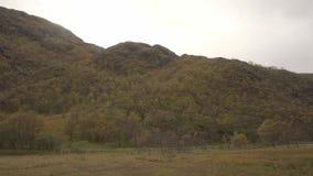 Panoramisch schot van een dramatische mening van Glen Nevis stock videobeelden