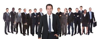 Panoramisch schot van zeker zakenlui Stock Afbeeldingen