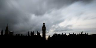 Panoramisch silhouet van de Huizen van het Parlement en Big Ben in Londen Stock Foto