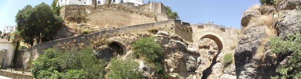 Panoramisch van Arabische Brug in Ronda, Malaga, Andalucia royalty-vrije stock fotografie