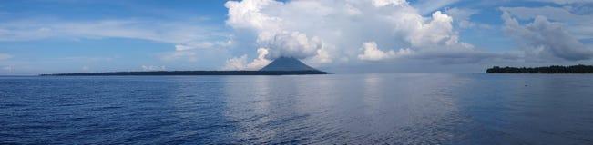 Panoramisch van bunaken eiland stock afbeeldingen