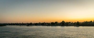 Panoramisch van een zonsondergang op de Nijl Egypte royalty-vrije stock afbeelding