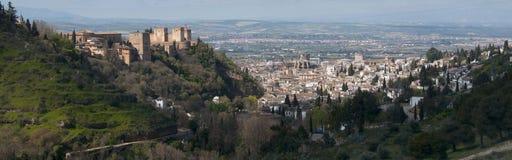 Panoramisch van Granada en Alhambra. Granada, Spanje royalty-vrije stock afbeeldingen
