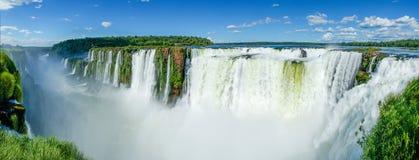 Panoramisch van Iguazu-Dalingen vanaf de bovenkant van de dalingen worden gezien, Argentinië dat stock foto