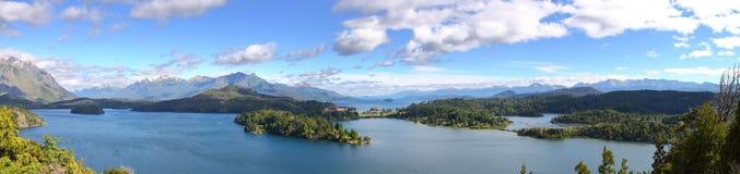 Panoramisch van meer Nahuel Huapi Stock Foto