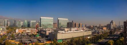 Panoramisch van Santiago de Chile in las Condes, mening van Parque Arauco stock foto's