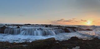 Panoramisch van Victoria-strandrotsen met water het stromen stock fotografie