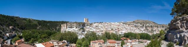 Panoramisch von Alcala-del jucar stockfotos
